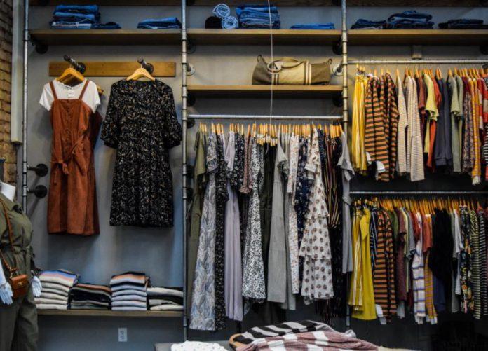 Nowoczesny sklep odzieżowy